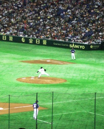 The Tokyo Giants playing in their stadium in Tokyo